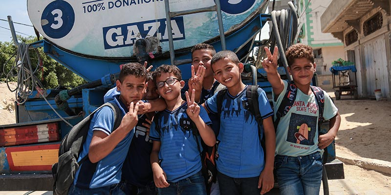 Distributing Water To Children In Gaza